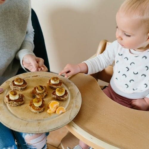 Baby-snacking-baby-mealtimes